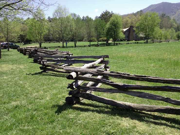 spit rail fence homesteading
